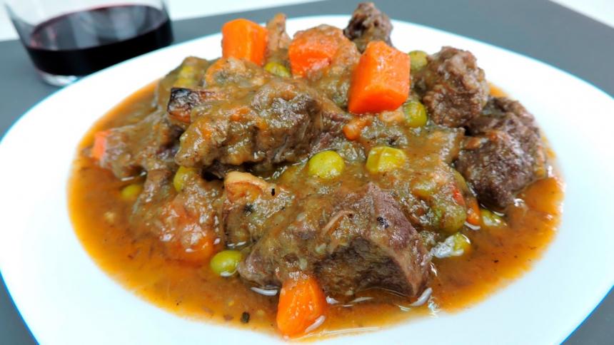 Estofado de carne marinado a las especias