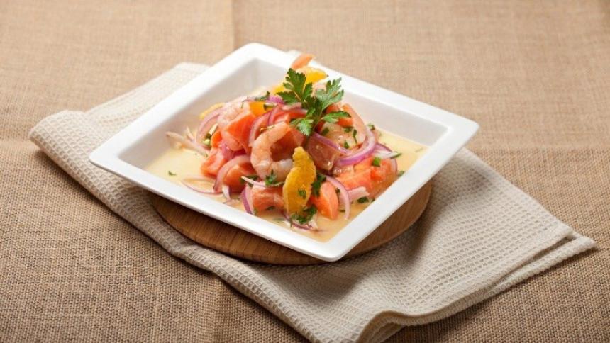 Ceviche de salmón y camarones a la naranja