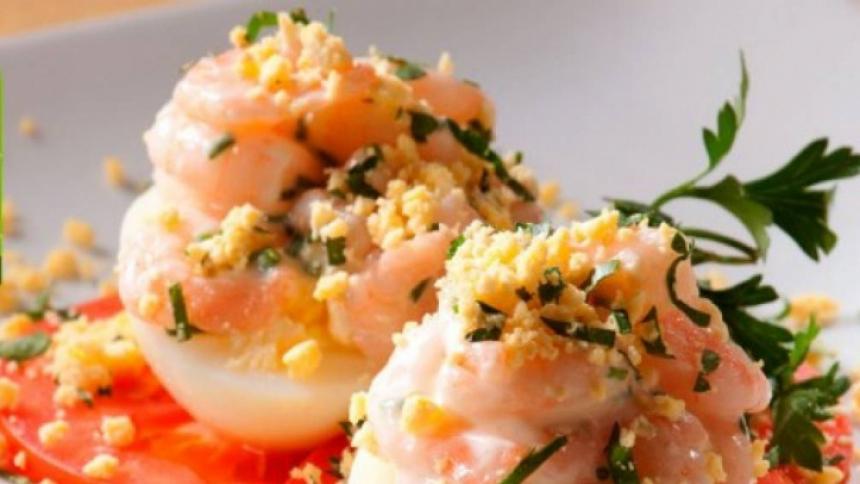 Huevos rellenos con camarones