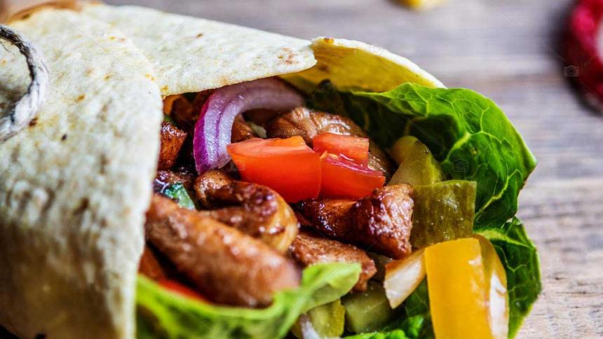 Tortillas mexicanas a la parrilla con pollo