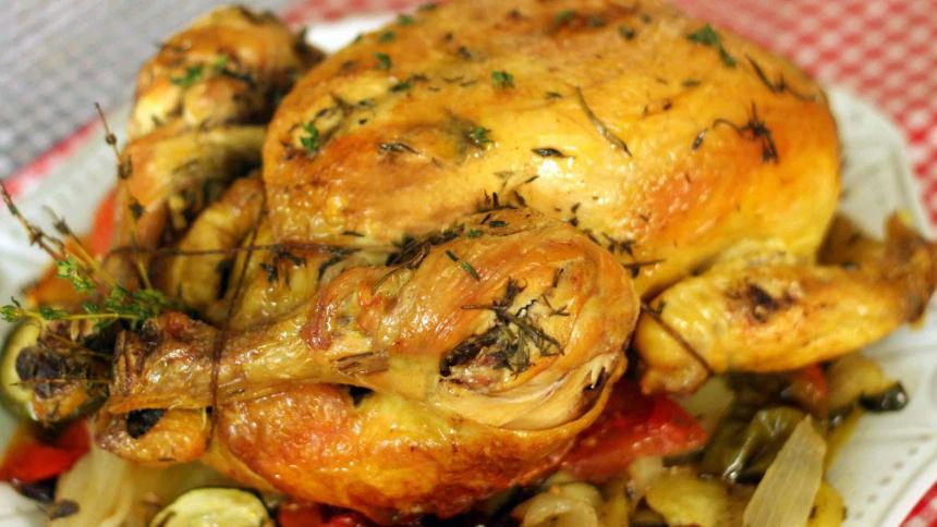 Pollo asado al romero y limón con papas grilladas