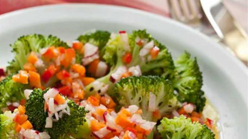 Ensalada de brocoli con vinagreta de verduras