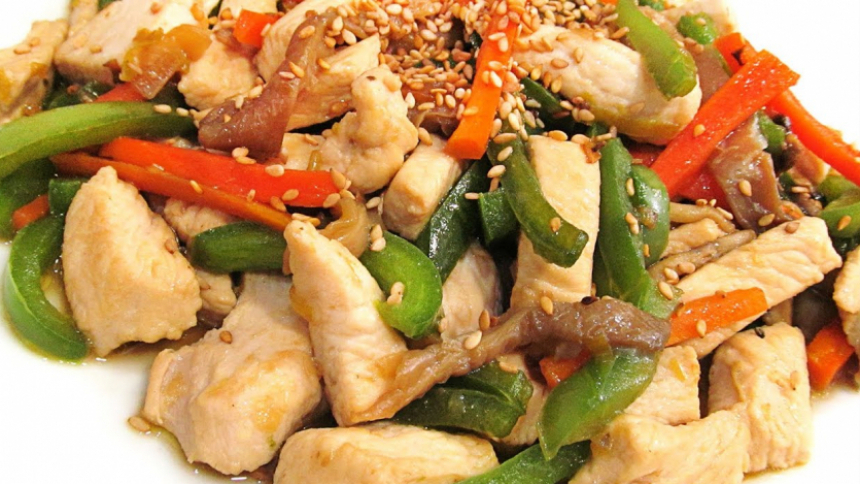 Ensalada de pollo con verduras a la oriental