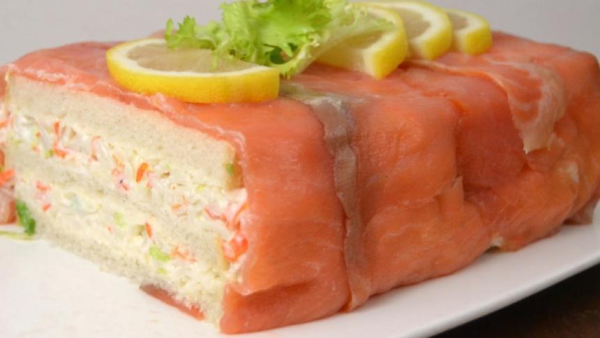 Pastel de salmón y colitas de camarones
