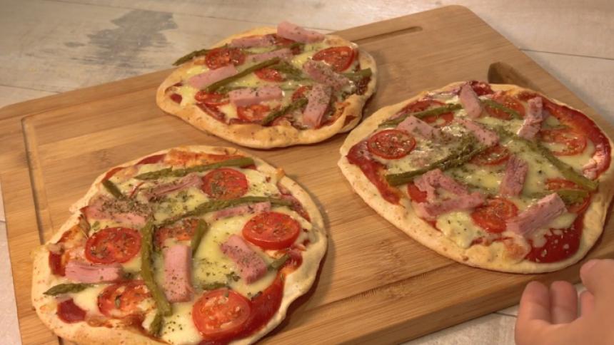 Pizzetas de jamón verduras y queso