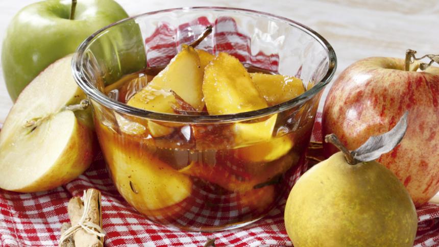 Compota de peras y manzanas a las especias