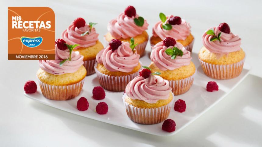 Cupcakes de vainilla con frosting de frambuesa