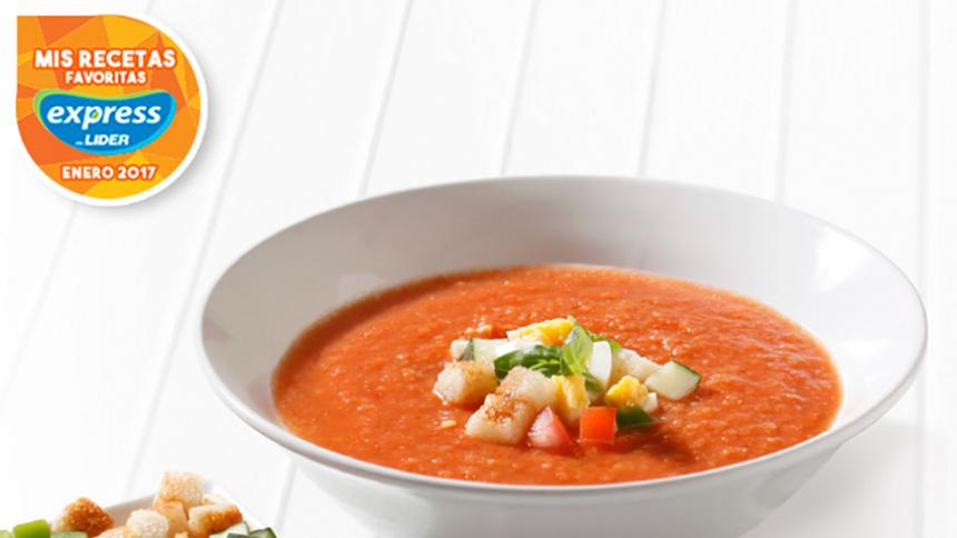 Gazpacho (Sopa fría de tomates con guarniciones de verduras y huevo duro)