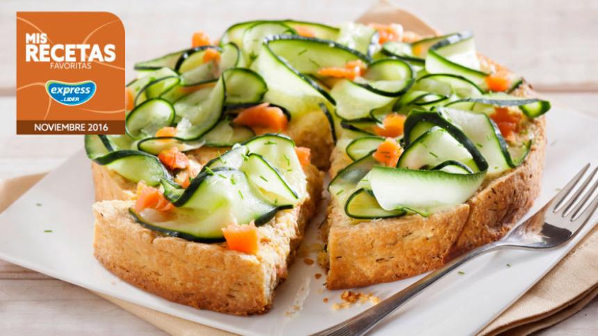 Tarta fría de salmón con ensalada de pepino