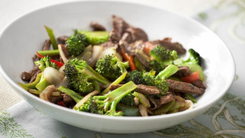 Salteado de carne con pimientos y brócoli