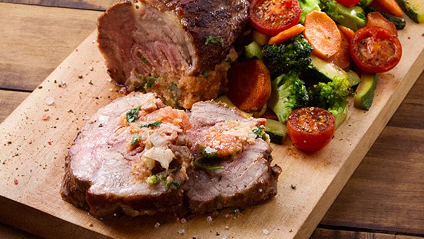 Lomo de cerdo relleno con jamón y tomate