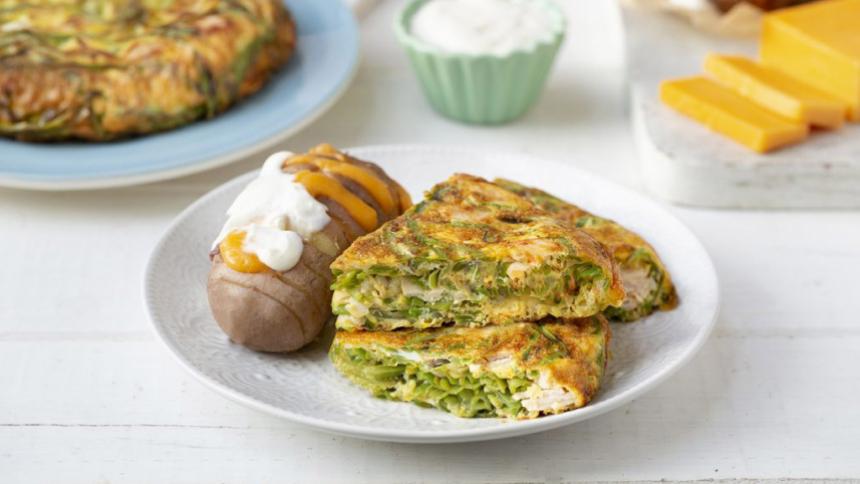 Tortilla de porotos verdes, pavo ahumado y papas