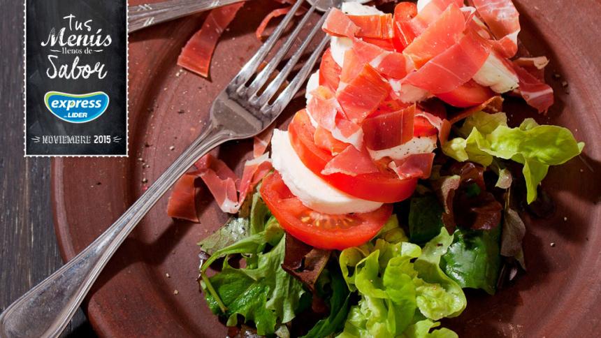 Ensalada de mozarella con tomate y jamón serrano