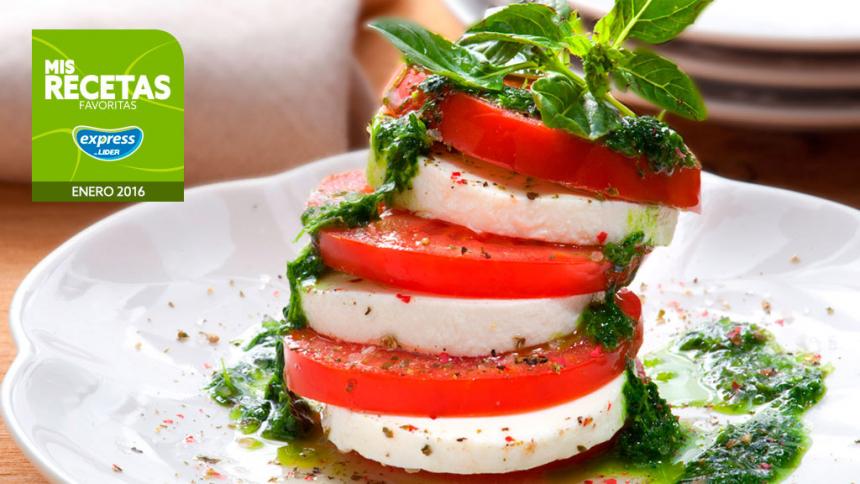 Mil hojas de tomates con quesillo y salsa de albahaca
