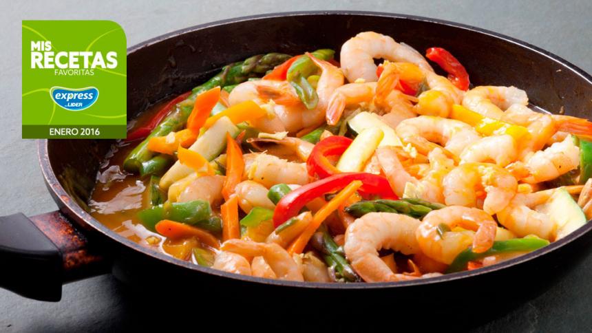 Salteado de camarones con verduras y salsa cantonesa a la naranja