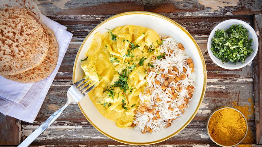 Pollo al curry con arroz y lentejas