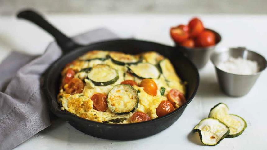 Tortilla de zapallo italiano y tomate cherry