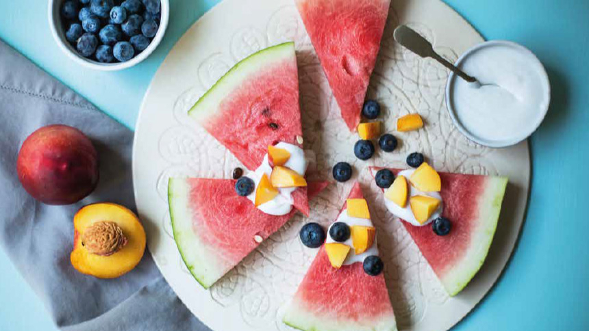 Sandía con crema de coco y mix de frutas