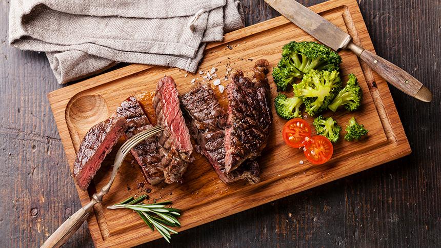 ¿Cómo calentar carne asada?