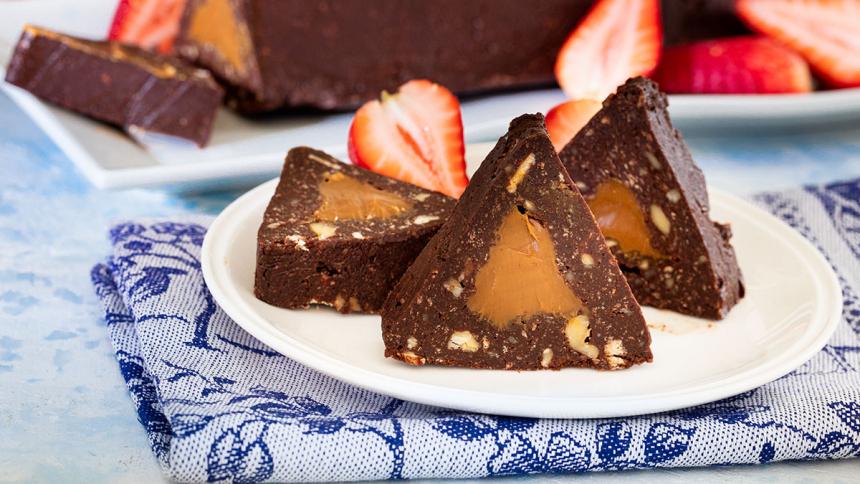 Triángulo de chocolate relleno con manjar